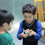 幼稚園児でもルービックキューブは揃えられます